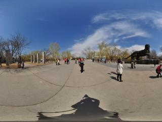 北京动物园-第一虎塑像