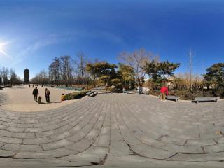 北京玲珑公园初春的广场