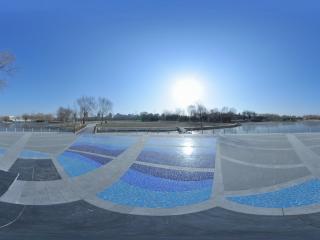 海淀公园彩砖倒影的太阳