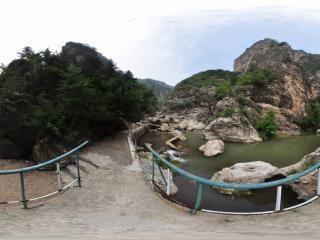 葫芦岛龙潭大峡谷'小瀑布