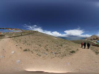 纳木错湖扎西岛山上的经幡(一)全景
