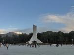 布达拉宫广场的和平解放西藏纪念碑全景