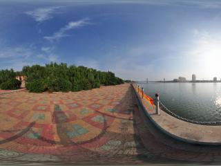 葫芦岛水上公园夏景之河边景色