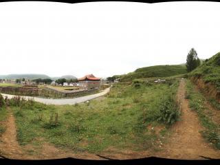 新都桥镇的山坡小路