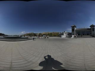 天山的出入口广场