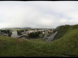 新都桥镇的山坡上看小镇