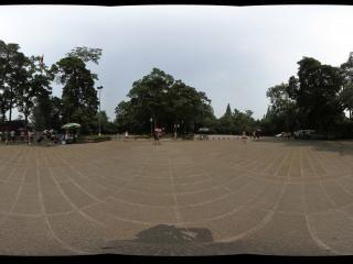 峨眉山报国寺门前广场