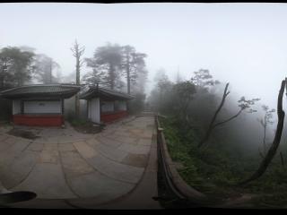 峨眉山到接引殿的山间妖雾
