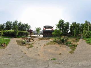 葫芦岛葫芦山庄夏景之林间小憩