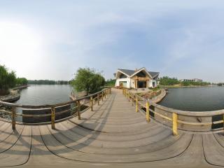 葫芦岛葫芦山庄夏景之湖上小桥