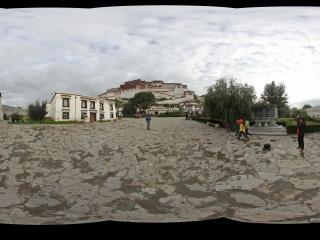 布达拉宫大门内全景