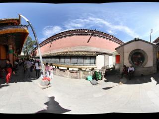 西宁塔尔寺-九间殿殿前