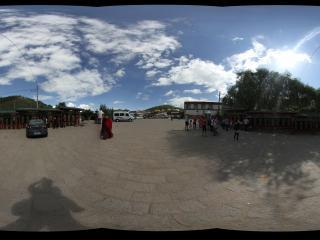 西宁塔尔寺十轮金刚塔前
