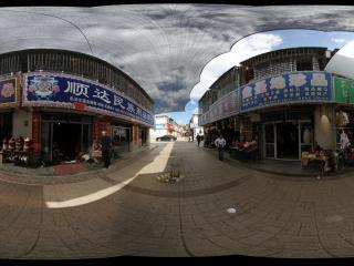 西宁塔尔寺商业街全景