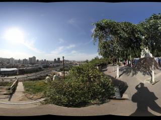 新疆乌鲁木齐天山拍摄林则徐纪念碑附近看河滩快速大道