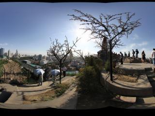新疆乌鲁木齐天山拍摄红山公园林则徐纪念碑附近