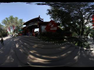 新疆乌鲁木齐天山拍摄-制作精良的红山公园眺望台北出口