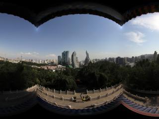 新疆乌鲁木齐天山拍摄从眺望台看乌鲁木齐市
