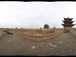 嘉峪关长城城墙上