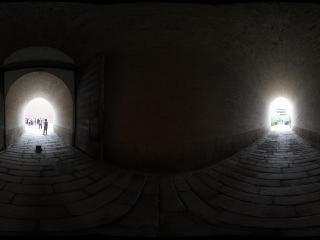 嘉峪关长城城墙的门洞内