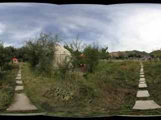 去天山天池路上的哈萨克族的毡房