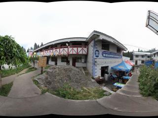 天山天池入口的餐厅和商场