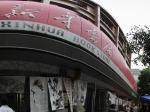 003-兰州步行街新华书店门前的一次现场绘画售卖全景