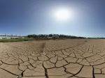 兰州敦煌火车站附近的干涸池塘全景