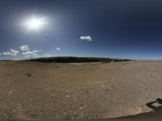 兰州莫高窟对面戈壁上的沙丘灵塔