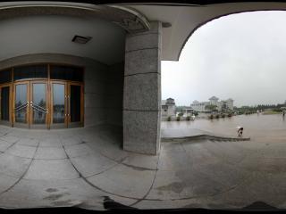 雨中兵马俑入口广场全景