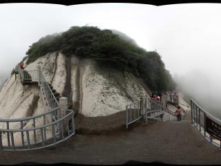 华山北峰与索道附近的悬崖绝壁路