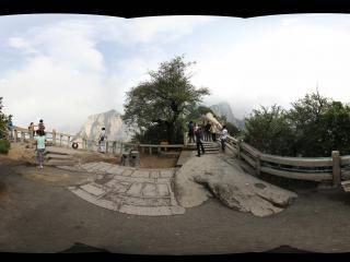 阳光下的华山北峰之二全景