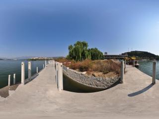 保定市易县旺隆水库桥上观景