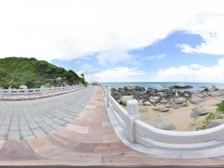 三亚大小洞天桥上看海