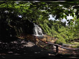 三亚呀诺达热带雨林瀑布上游