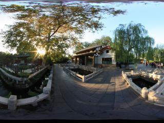 日落的趵突泉公园一景全景