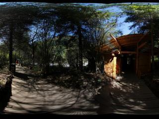九寨沟箭竹海里的小木屋