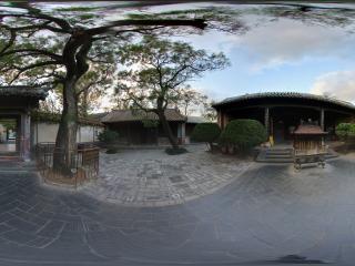 蓬莱阁天后宫正殿 院内眼前的这颗唐槐树距今以一千多年