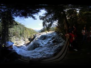 近观九寨沟珍珠滩瀑布