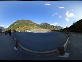 九寨沟诺日朗山脚下的广场
