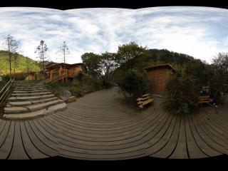 九寨沟诺日朗山脚下的木屋