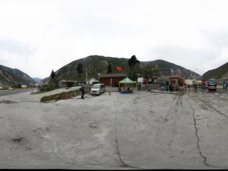 到九寨沟回成都途中汶川县的一个休息点