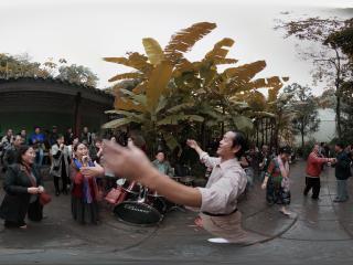 黔灵公园疯狂大家乐乐队全景