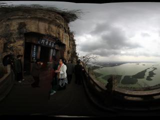 昆明西山悬崖看滇池