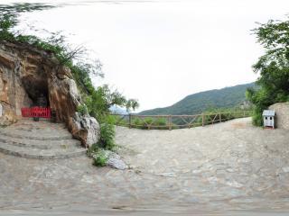 北京千灵山风景区 石洞佛像