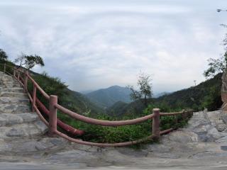 北京千灵山风景区 山间石路