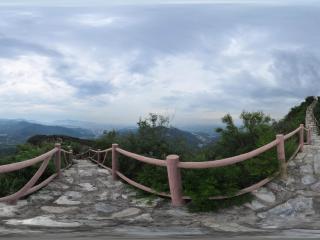 北京千灵山风景区 山上小石路