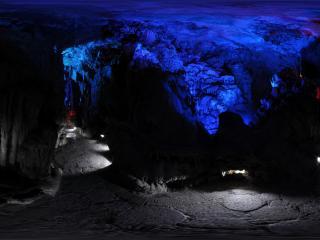 桂林 芦笛岩公园 高峡飞瀑