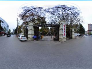云南大学 大门全景