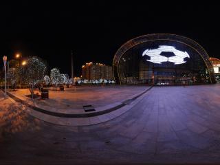 夜晚深圳海岸城的荧幕足球